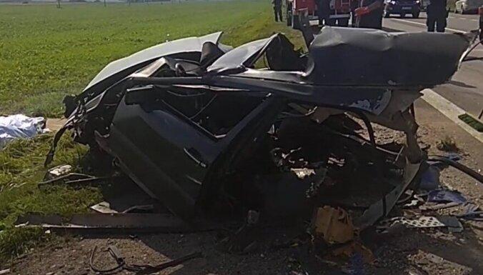 ВИДЕО: в Литве в ДТП с участием фуры из Латвии погиб водитель легковушки