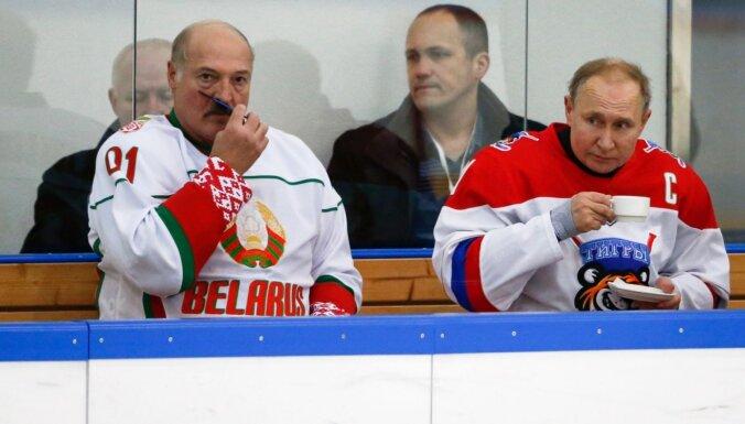 Lukašenko un Putins uzspēlēja hokeju un vienojās par gāzes cenām