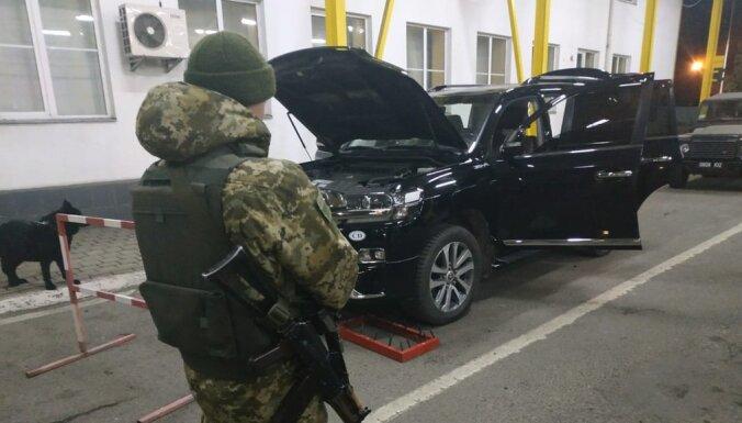 Почетный консул Латвии в Украине задержан на границе с тремя чемоданами сигарет