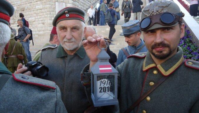 Verdenas ellei 100: Latviešu militārie rekonstruktori piedalās vērienīgajos piemiņas pasākumos