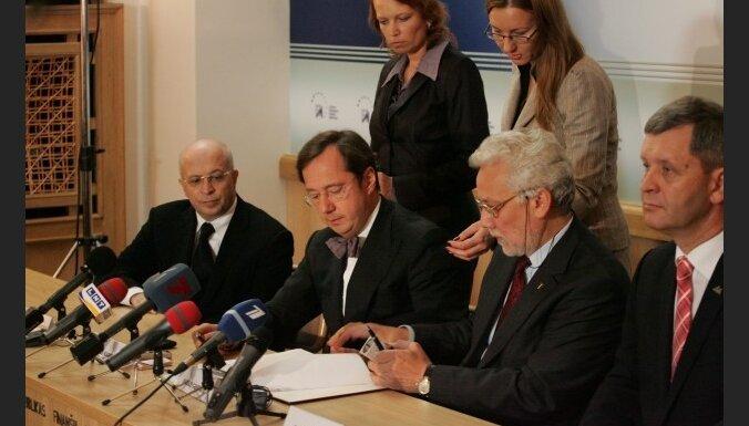 Kargins un Krasovickis arī turpmāk varēs saņemt procentus par noguldījumiem 'Parex' bankā
