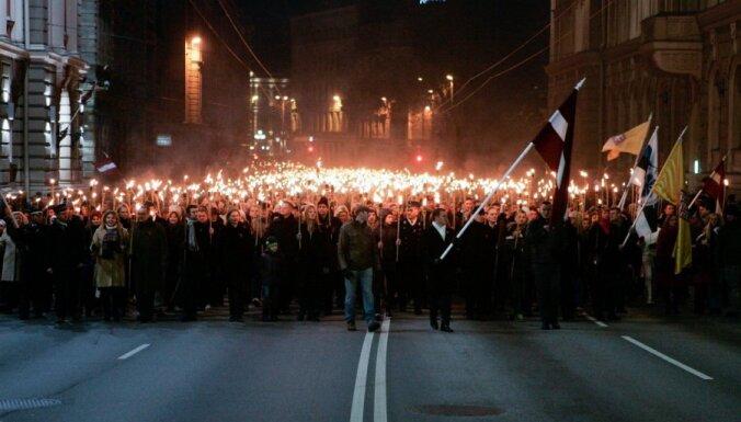 ФОТО: в центре Риги прошло факельное шествие