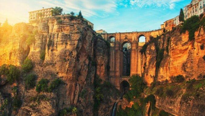 Pludmales, salas un arhitektūra. Astoņas vietas, kas vilina tūristus uz Spāniju