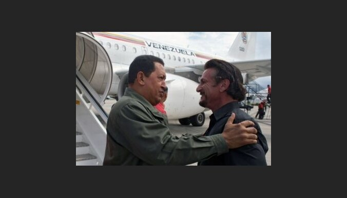 Šons Pens atkal apciemo Ugo Čavesu