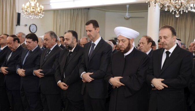 Lielbritānijas premjers pieļauj iespēju ļaut Asadam izbraukt no Sīrijas