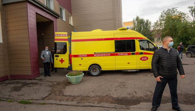 Miris vēl viens Navaļniju ārstējušās Omskas slimnīcas ārsts