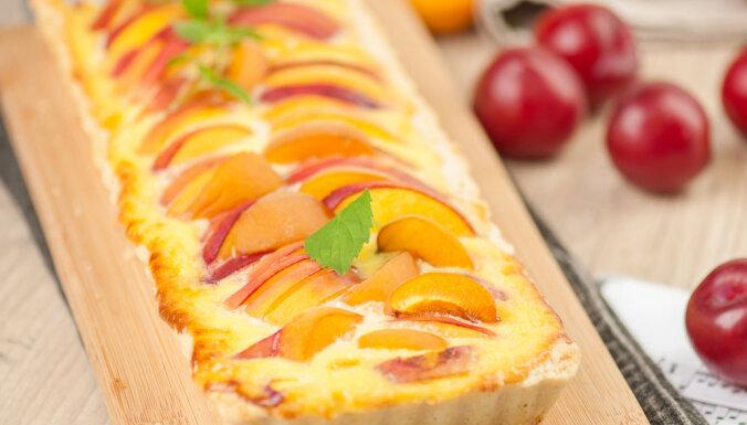Krēmīgais persiku pīrāgs