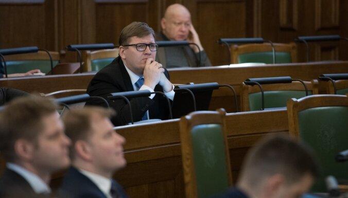 'Kā lūdzoši Ķencīši pie valdības durvīm' – trešajā dienā debates par novadu reformu raitākas