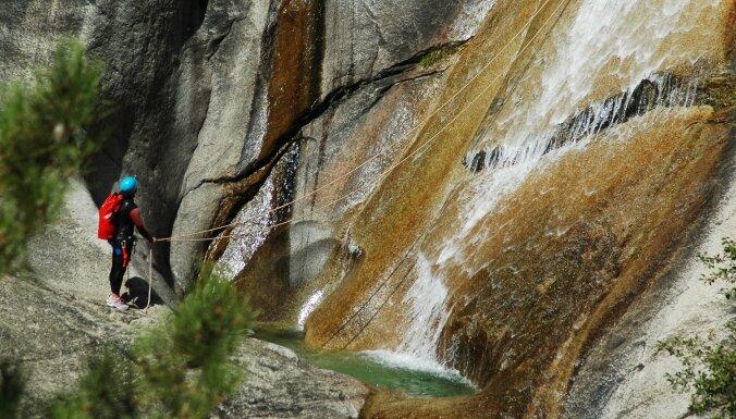 Dabas slidkalniņi Korsikā, ko iecienījuši piedzīvojumu meklētāji