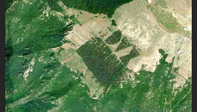 Karte: Itālijas gleznainajos kalnos jau 80 gadus zeļ 'fašistu mežs'