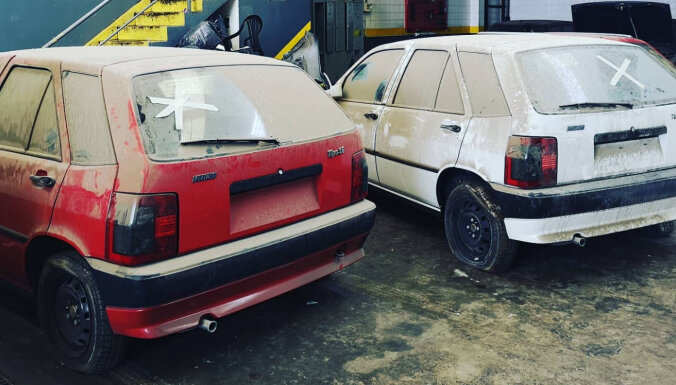 Foto: Argentīnā 30 gadus pamestā dīlercentrā atrod nelietotus FIAT un 'Alfa Romeo'