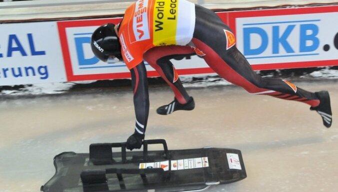 Martins Dukurs pirmo reizi uzvar Vistlerā un praktiski nodrošina sev Pasaules kausu