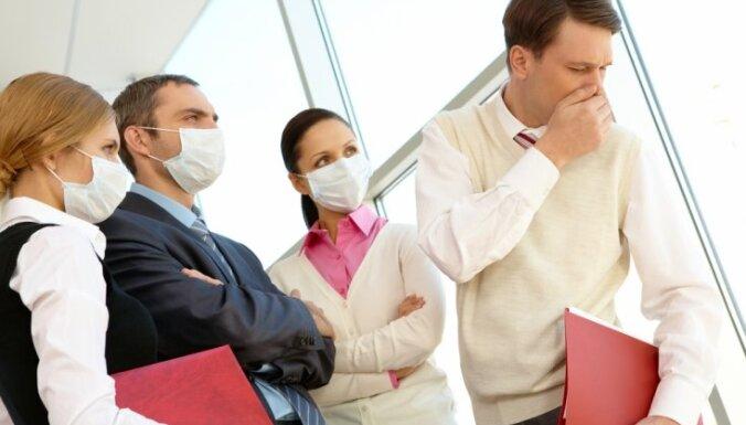 Из-за гриппа в крупнейших больницах Риги ограничены визиты посетителей