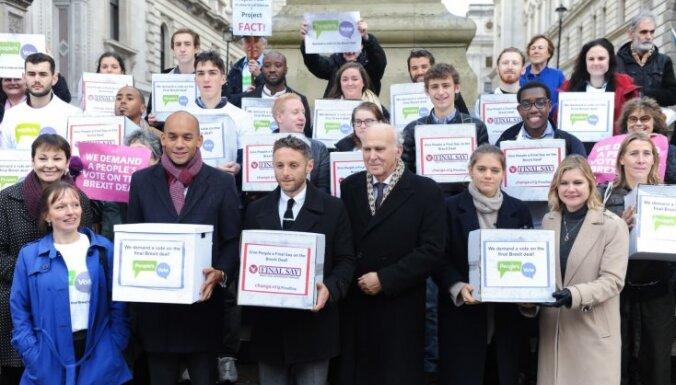 Lielbritānijas deputāti petīcijā aicina sarīkot otru 'Brexit' referendumu