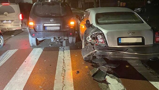 В Юрмале старый Nissan врезался в Bentley стоимостью 300 тысяч евро