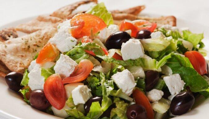 Ātrie grieķu salāti Vidusjūras gaumē