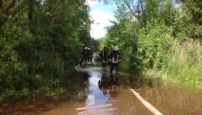 Медики: около места пожара в Юрмале нельзя пить воду