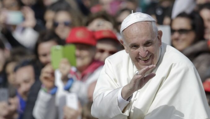 Латвия потратит из госбюджета 800 000 евро на визит папы римского