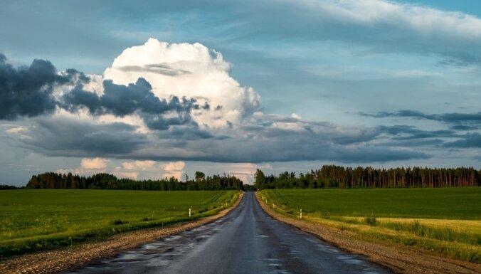 Dzeltenais brīdinājums: Latvijas austrumu daļā gaidāms pērkona negaiss