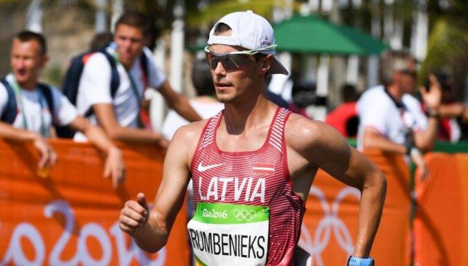 Latvijas soļotājs Rumbenieks sasniedz finišu smagajā Rio spēļu 50 km distancē