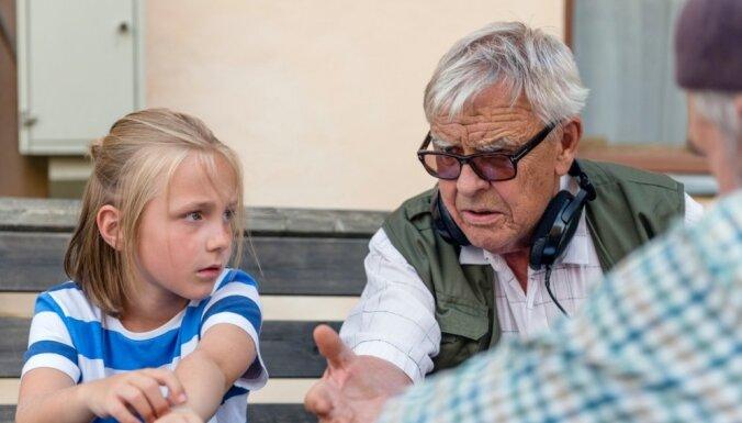 Simtgades filmu programmu atklās 'Vectēvs, kas bīstamāks par datoru' pirmizrāde