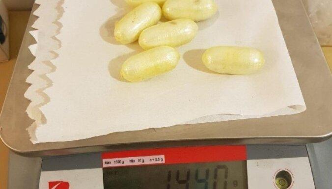 """Франция: """"живой контейнер"""" из Латвии пытался провезти в себе более 1,3 кг кокаина"""