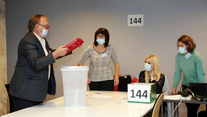 Balsu pārskaitīšana trijos iecirkņos nav ietekmējusi jaunievēlētās Rīgas domes sastāvu