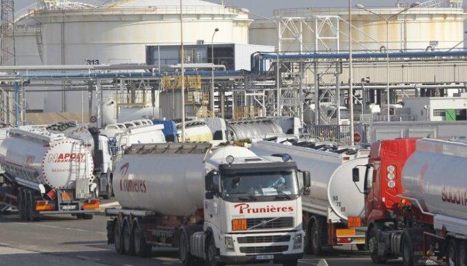 Francijā bažas par degvielas pietiekamību tuvākajām dienām