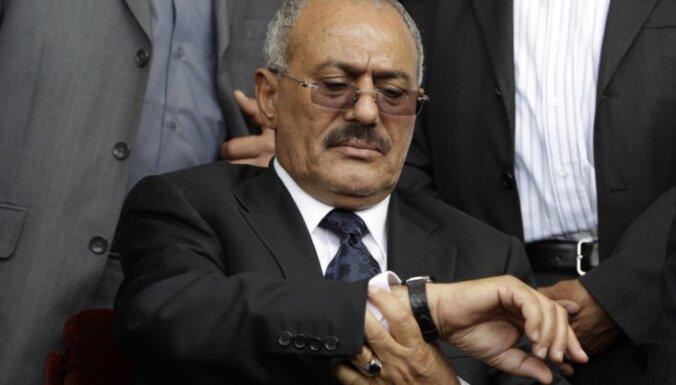 Jemenas prezidents ierodas ASV uz ārstēšanās kursu