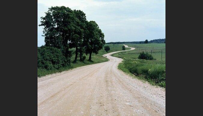 Brīdina par apledojušiem autoceļiem