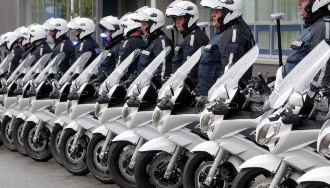 Полиция 24 часа будет усиленно контролировать скорость на дорогах Латвии