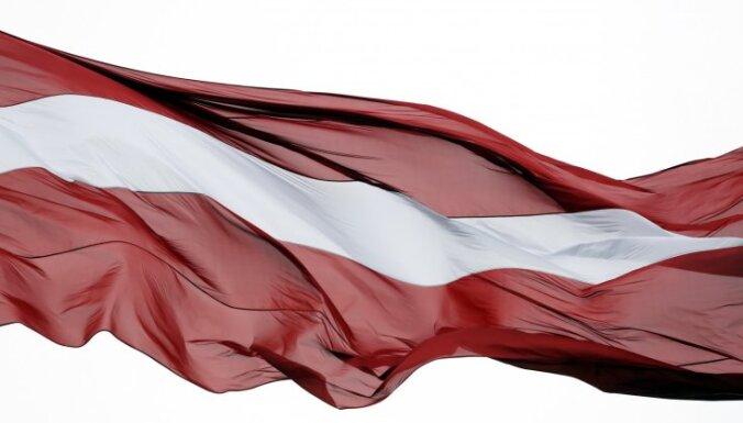 Pie atbildības sauks arī Latvijas karoga attēla zaimotājus