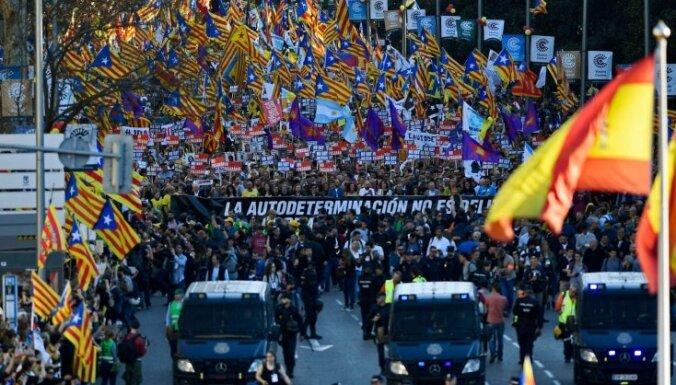 Foto: Madridē aizvadīts vērienīgs Katalonijas atbalstītāju mītiņš