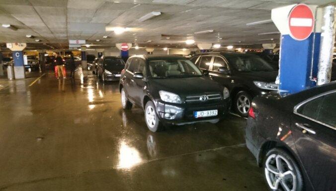 ФОТО: Примеры мастеров парковки, или Как не следует ставить свою машину