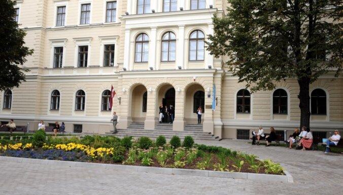 Dome prestižajām Rīgas ģimnāzijām liek samazināt skolēnu skaitu