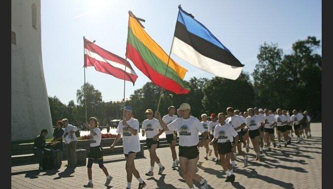 Tallinā un Viļņā startējis Baltijas vienotības skrējiens 'Sirdspuksti Baltijai'