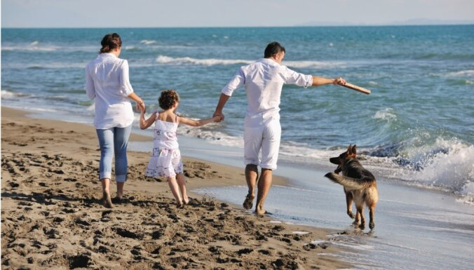 Kurās Rīgas pludmalēs drīkst pastaigāties ar suni?