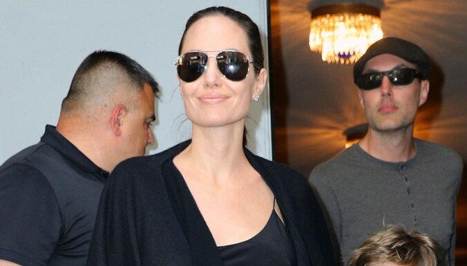 Анджелина Джоли переехала к жене Чарли Шина