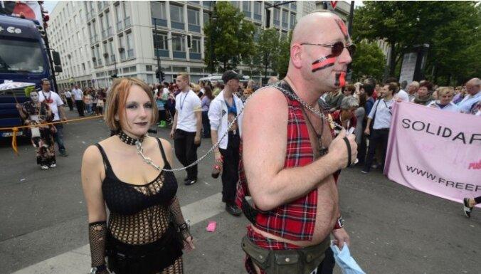 На гей-параде в Берлине вспомнили российский тандем