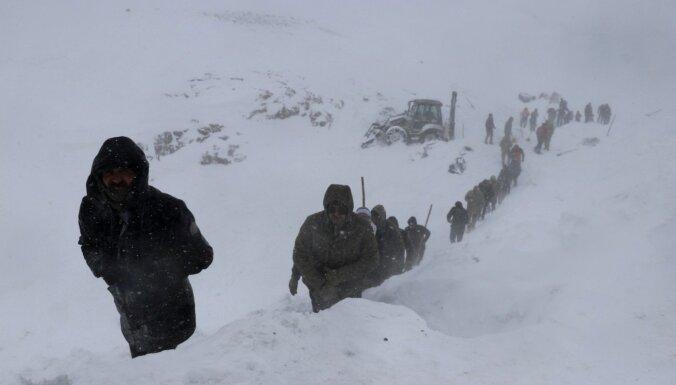 В Турции в лавине погибли спасатели, искавшие выживших после предыдущей лавины