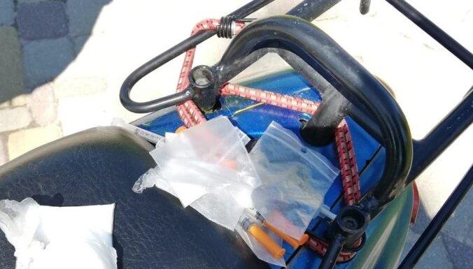 Полицейские нашли у водителя мопеда наркотики и шприцы