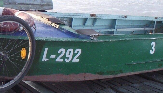 Полиция разыскивает пропавшую с берега озера лодку