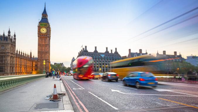 Британия: остановить коронавирус поможет самоизоляция
