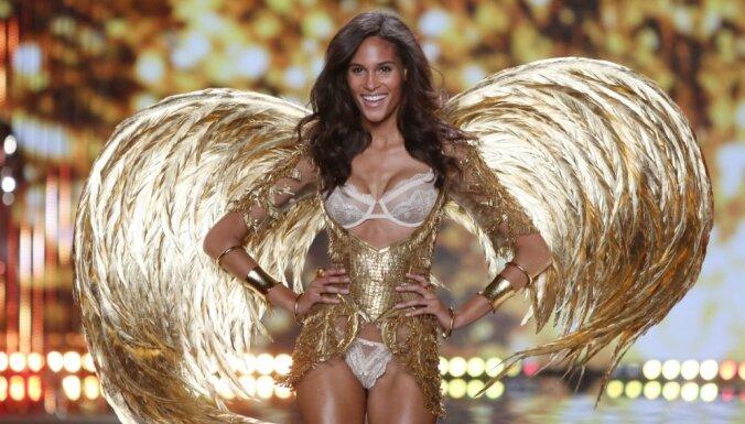 ФОТО: В Лондоне показали сексуальных ангелов и девушек в белье Victoria`s Secret