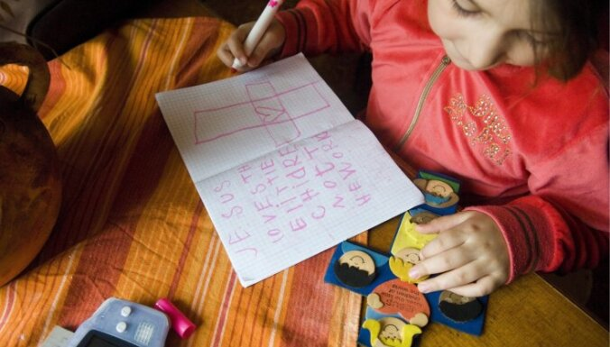 Vairāk nekā 150 pedagogi sagatavojušies darbam ar romu bērniem
