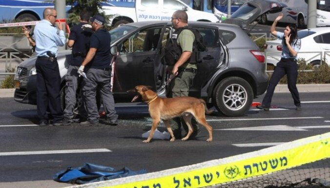 Pēc apšaudes Jeruzalemē miruši divi cilvēki; uzbrucēju nošāvusi policija