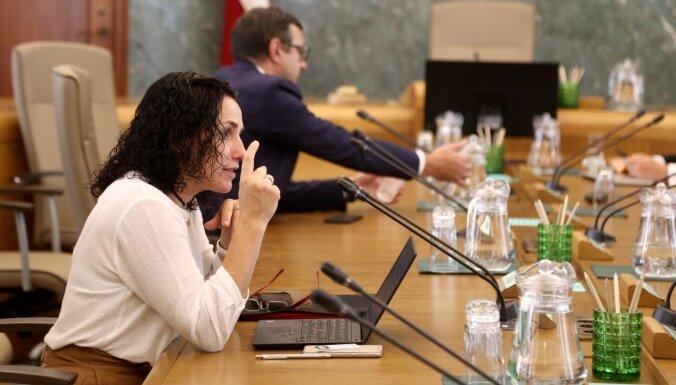 Deputātiem neizdodas piespiest Šuplinsku atvainoties bērnudārzu pedagogiem