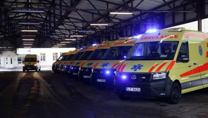 """ФОТО: Бригады """"скорой"""" получили новые полноприводные машины; каждая обошлась в €105 700"""