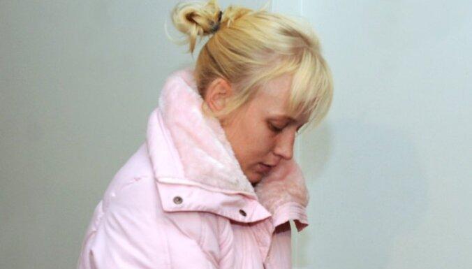 Bērnu slepkavībā Baložos apsūdzētā māte pārsūdzējusi notiesājošo spriedumu