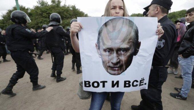 Navaļnijs sūdz tiesā Putinu un meklē privātas teritorijas mītiņiem